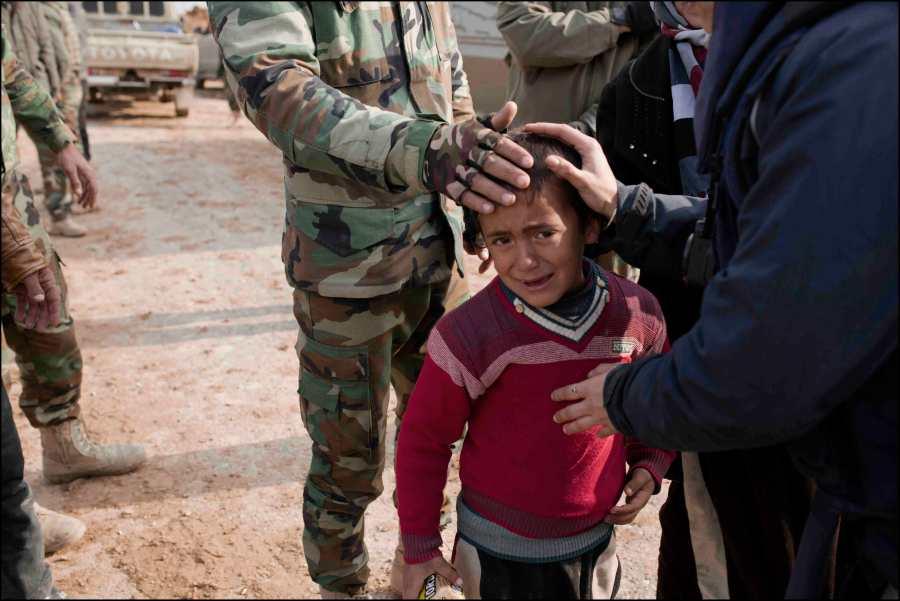 Des réfugiés kurdes fuyant les secteurs encore dominés par Daesh, affluent vers la zone maintenant contrôlée par les Peshmergas, au sein des familles, des element de ISIS infiltrés ont été signalés.