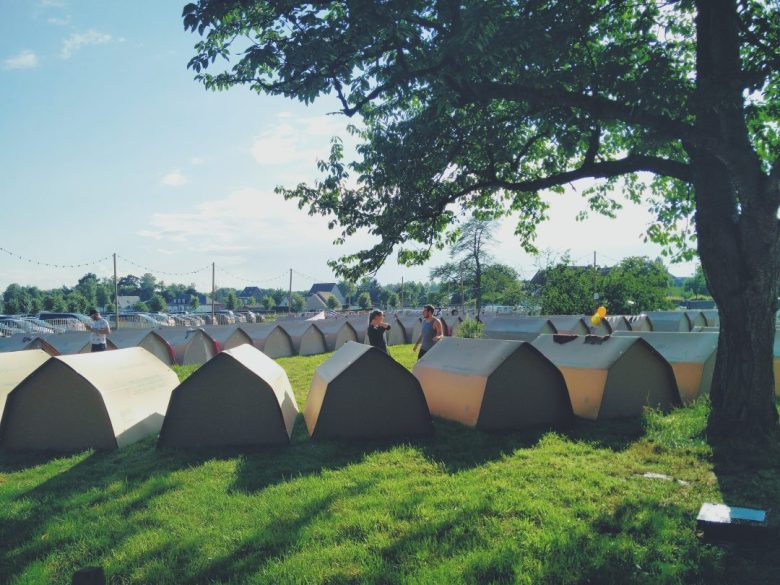 Paradise City camping met Kartenten