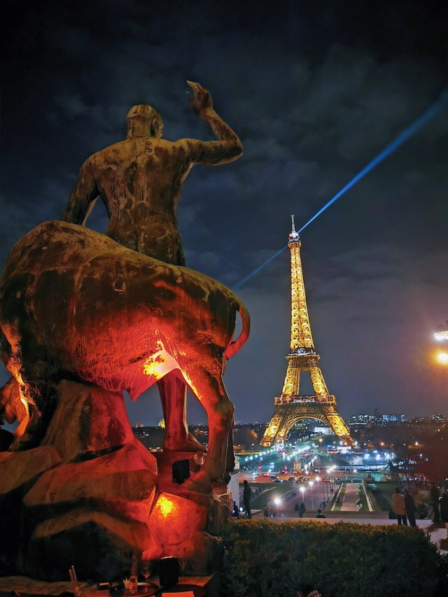 the rule of thirds with the eiffel tower and a statue