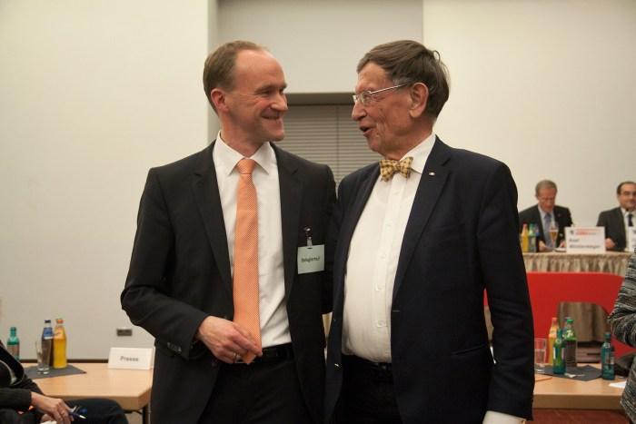 Prof. Dr. Heinz Riesenhuber mit seinem Nachfolger als Bundestagsabgeordneter, Norbert Altenkamp