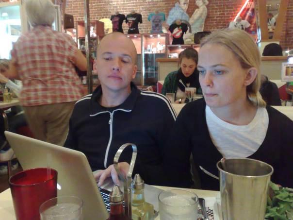 Surfmys på Lori's Diner i San Francisco med Johanna Ögren och Daniel Åberg