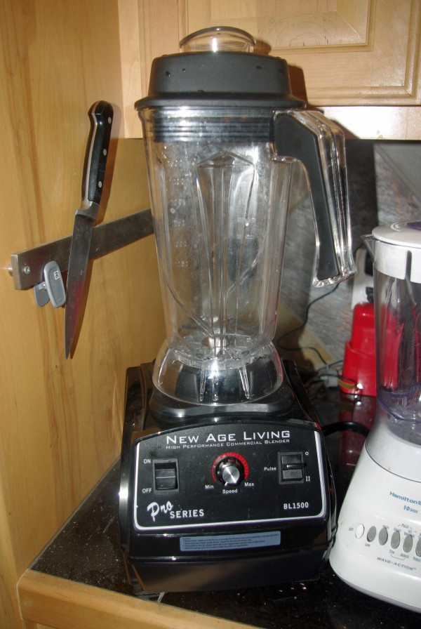 Like similar blenders, it doesn't fit under the kitchen cabinets.