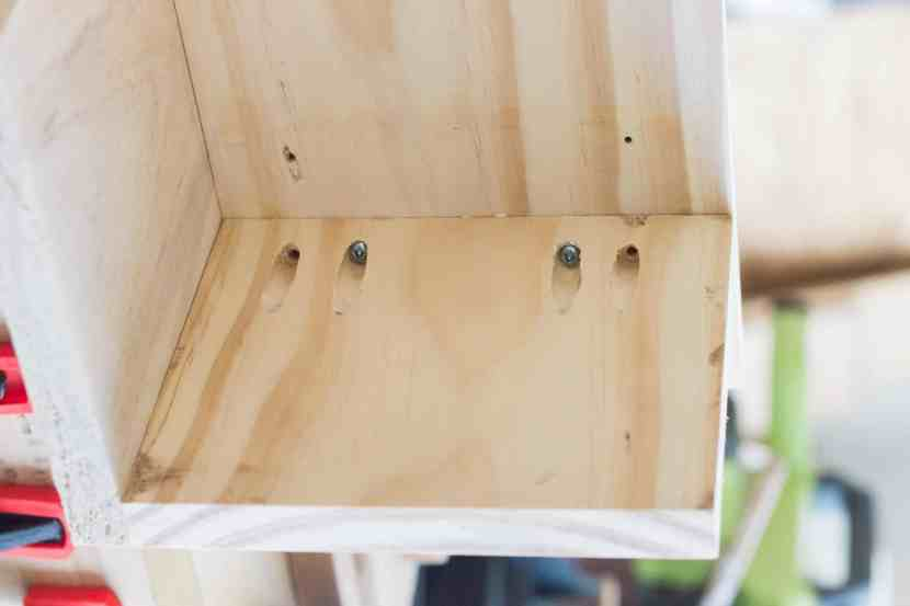 Learn how to build a simple corner bookcase for just $60 dollars! It's a perfect addition to an unused corner. See the complete tutorial at www.freeandunfettered.com. #modernhome #bookcase #diyproject #diyhome #homedecor #bookshelf #homeorganization #bookstorage