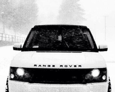 white Range Rover In The Snow