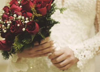 Bride Mocked Mercilessly For Plans To Host Aunt's Funeral At Her Wedding