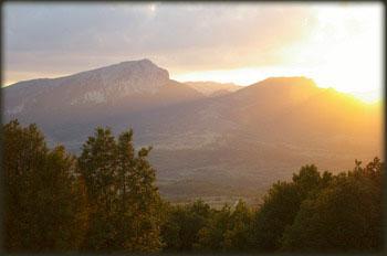 Pogled sa Deli Jovana na put koji se penje od Lučkog polja ka Stolu