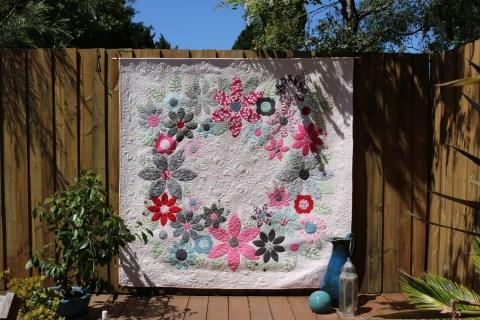 Spring mischief 'Flowering wreath' quilt