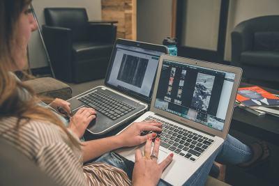 lady-laptop