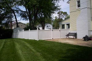 Wood Privacy Fence vs. Vinyl Privacy Fence in Arnold