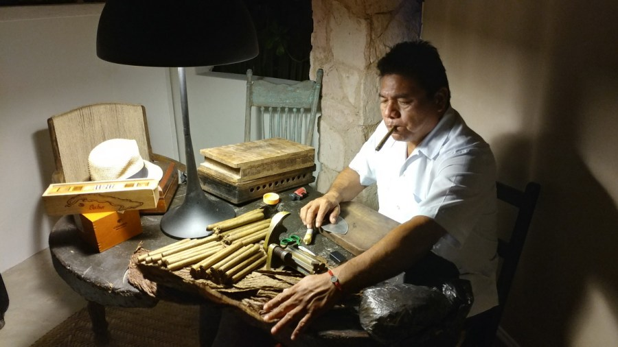 Tulum Cigar roller