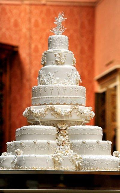 13-10-royal-wedding-cake