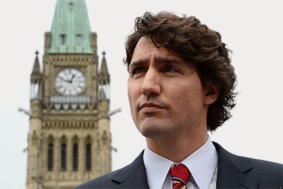 15-10-justin-trudeau-in-front-of-parliament