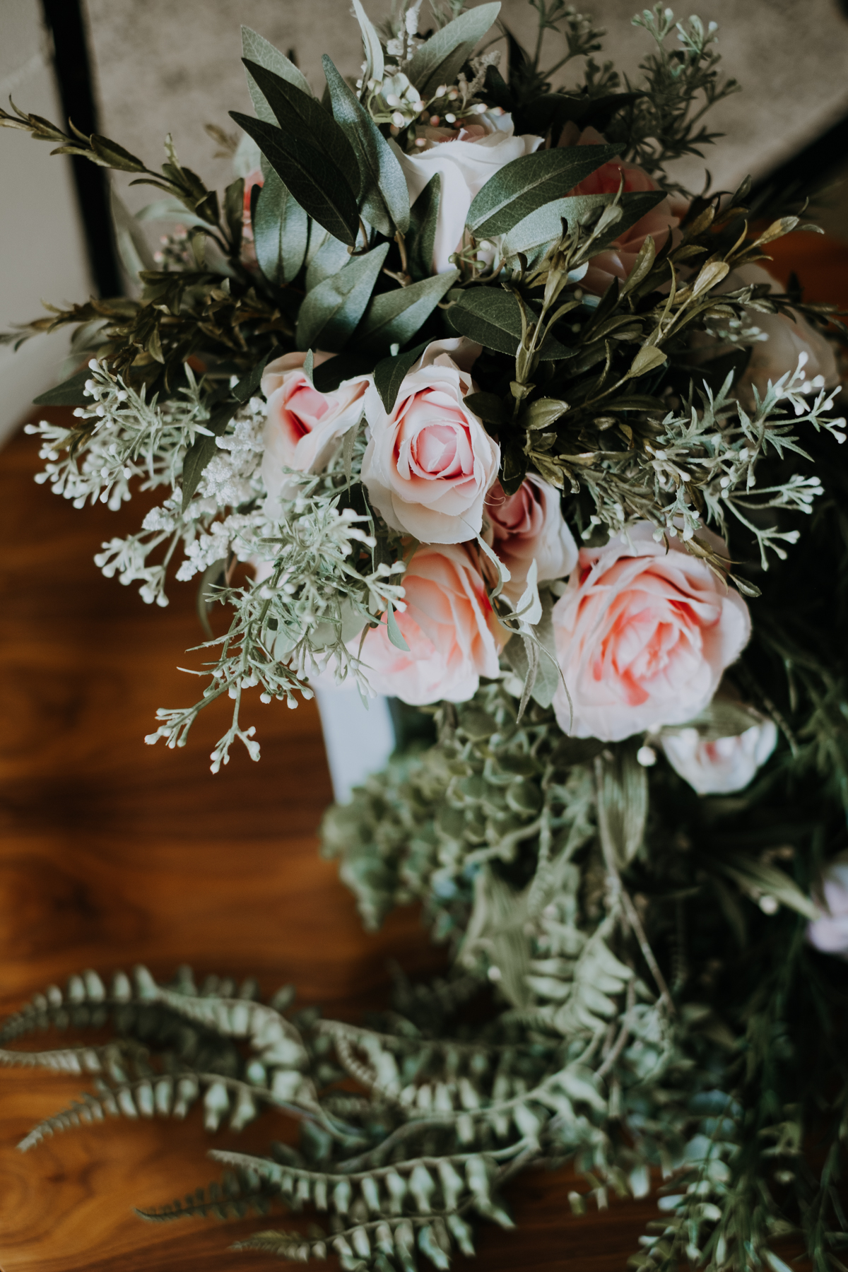 pink and green organic wedding bouquet | freehearted film co | tampa wedding photographer | tampa wedding photography