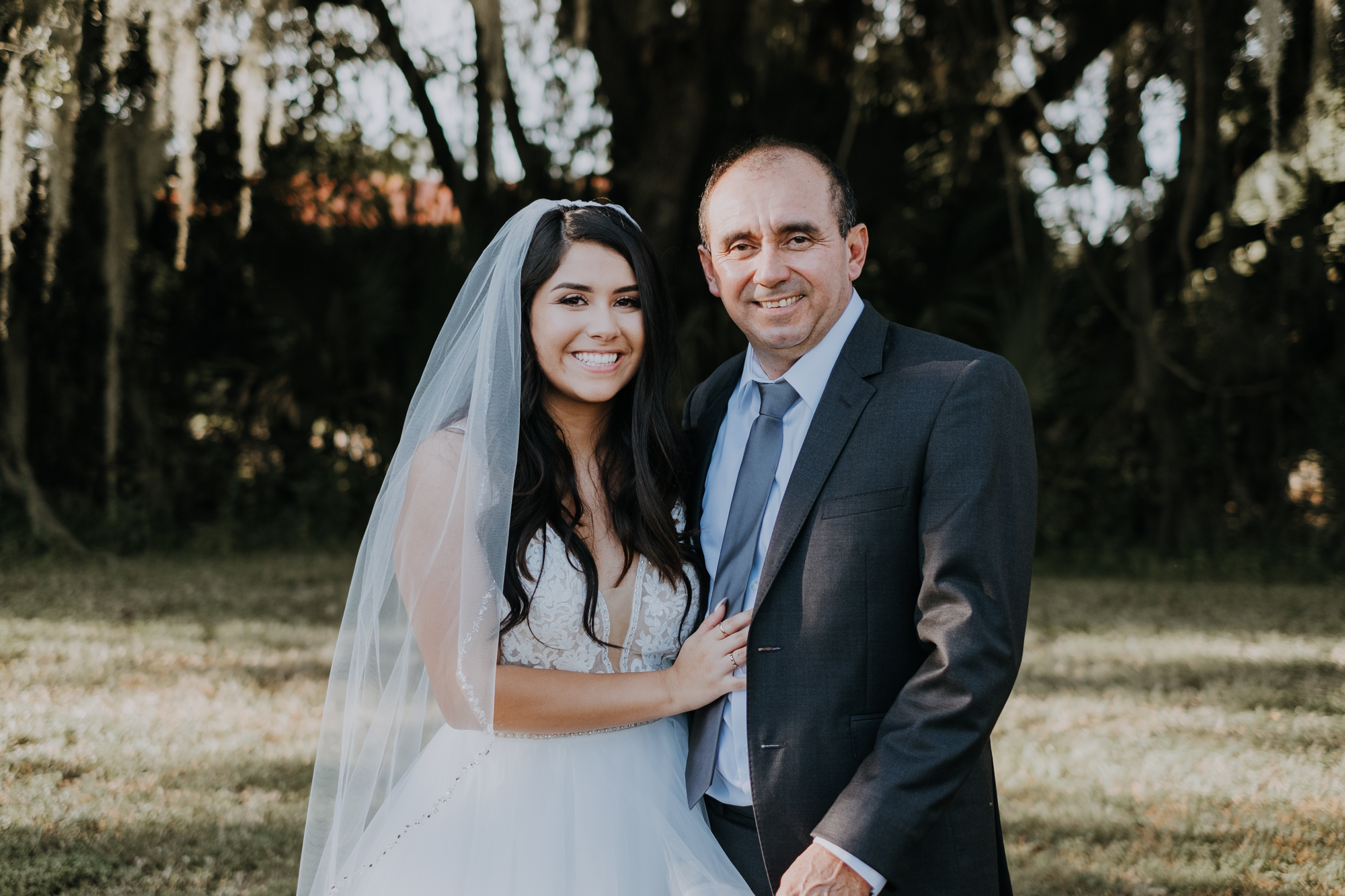 bride and dad | bride and father | daddy daughter portrait | wedding family portraits | Florida outdoor wedding