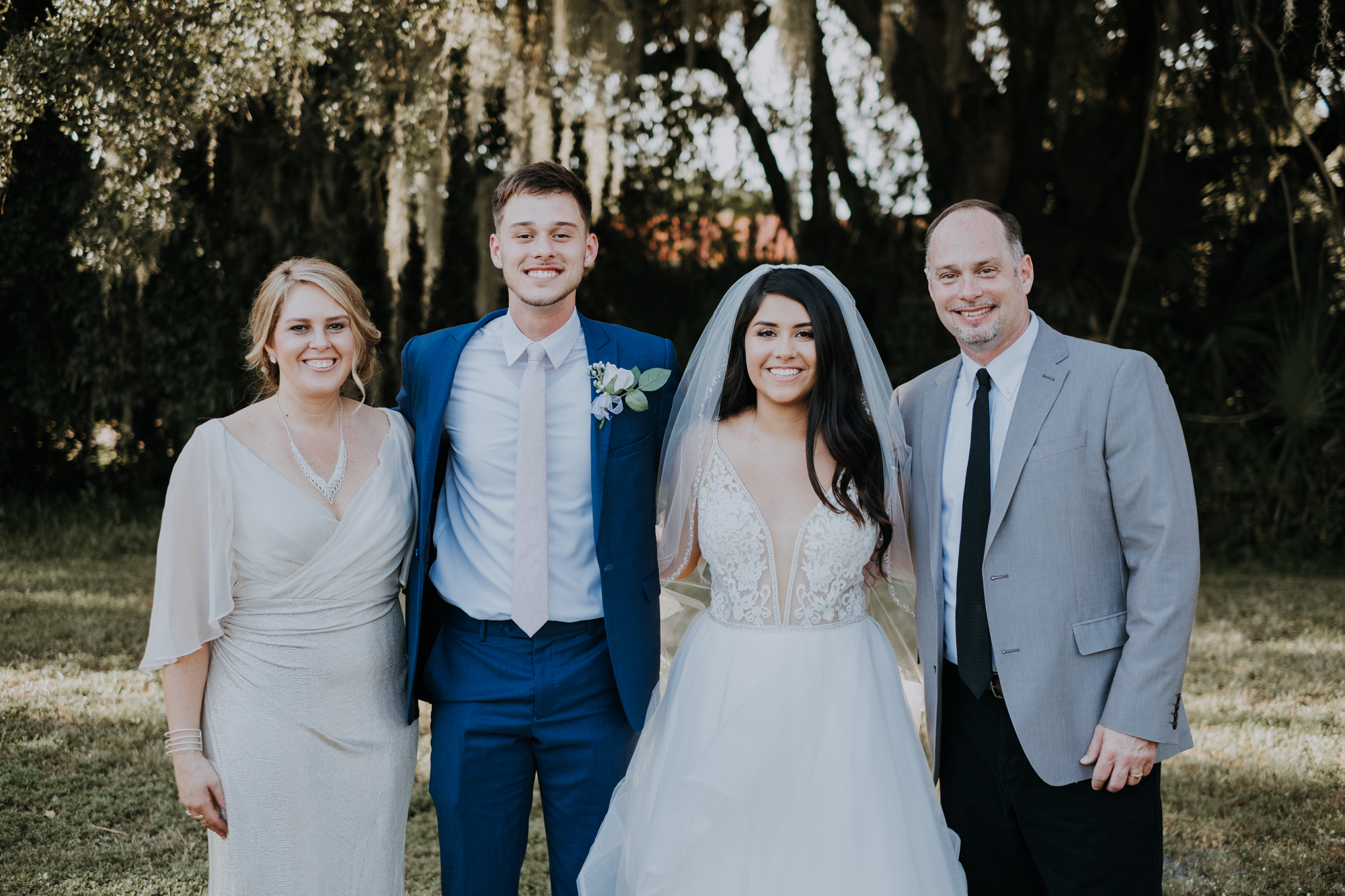 wedding family portraits | group wedding portraits | outdoor Florida wedding