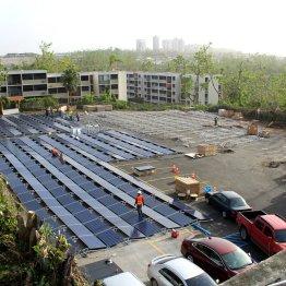 Construction of the San Juan Children's Hospital solar microgrid built by Tesla