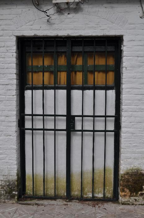 Imagen De Exterior Casa Rejas Seguridad Vereda Puerta