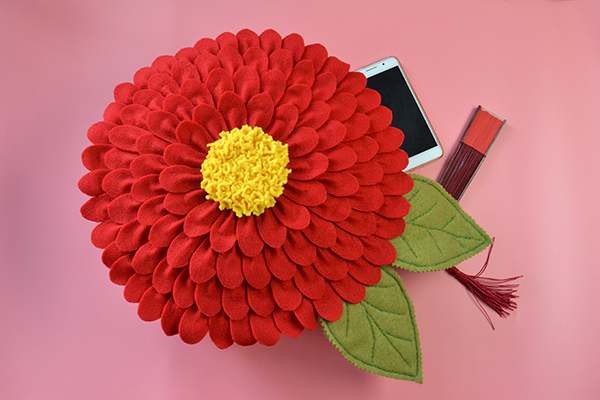 Image of How To Make A Felt Flower Pillow