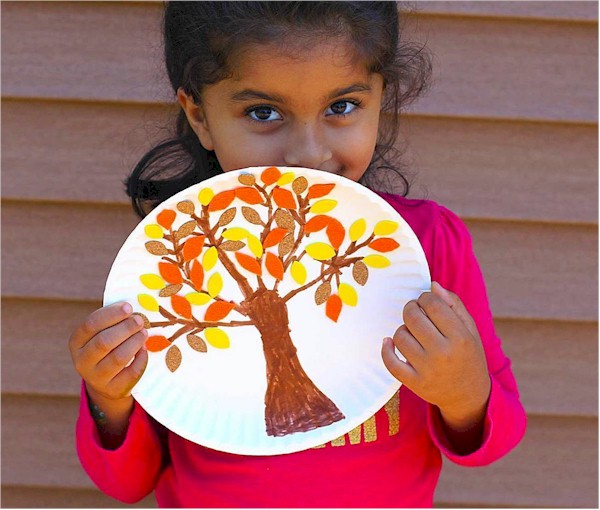 Paint and felt fall tree on a paper plate