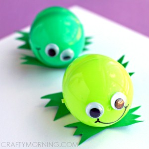Recycled Plastic Egg Frogs
