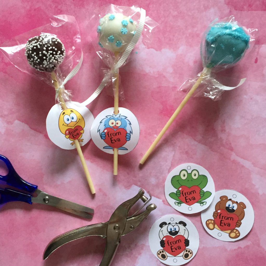 Printable Valentine Pop Tags for your cake or candy pop.