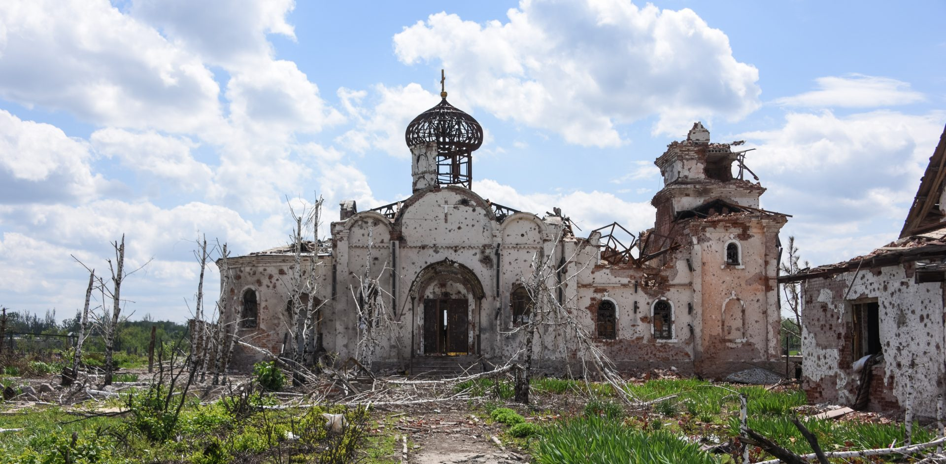 Ruiny kostela poblíž Doněcku po bitvě o Doněcké letiště, Ukrajina/Mčislav Černov via Wikimedia Commons