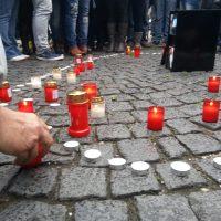 Smrt mladého muže v Žatci vyvolala mnoho pochybností a nenávist