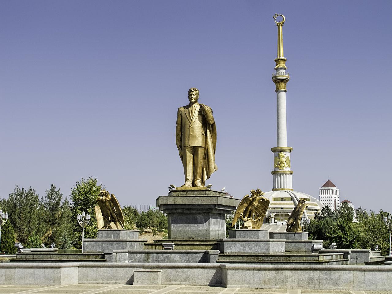 Golden Statue of Niyazov, Turkmenistan, Ashgabad, Dan Lundberg