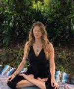 Yoga karaleereed
