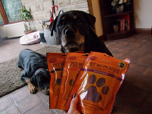 Pet Munchies giveaway with Mia K9 Magazine