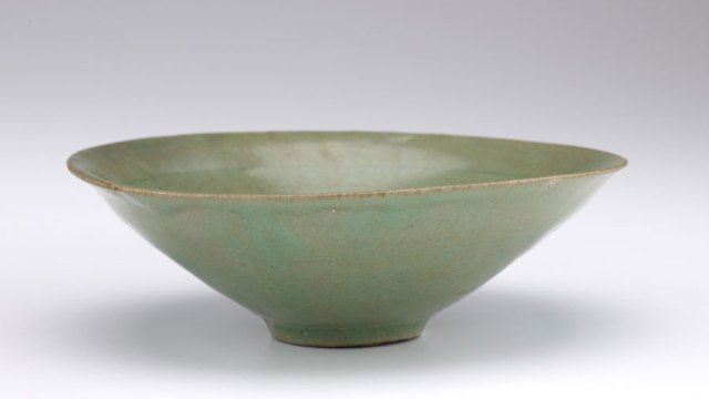 a green ceramic bowl, F1907.298
