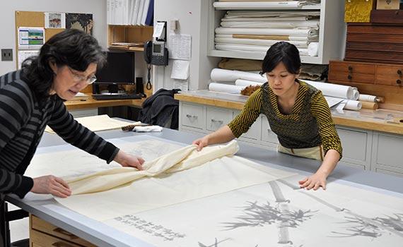 Grace Jan working alongside senior conservator Xiangmei Gu at the Freer Sackler