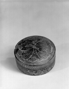 Photo of Covered round steatite box. Southern Song dynasty, 12th–13th century., Diam: 8.1 cm. (3 3/16 in.). Singer catalogue number: [1510].