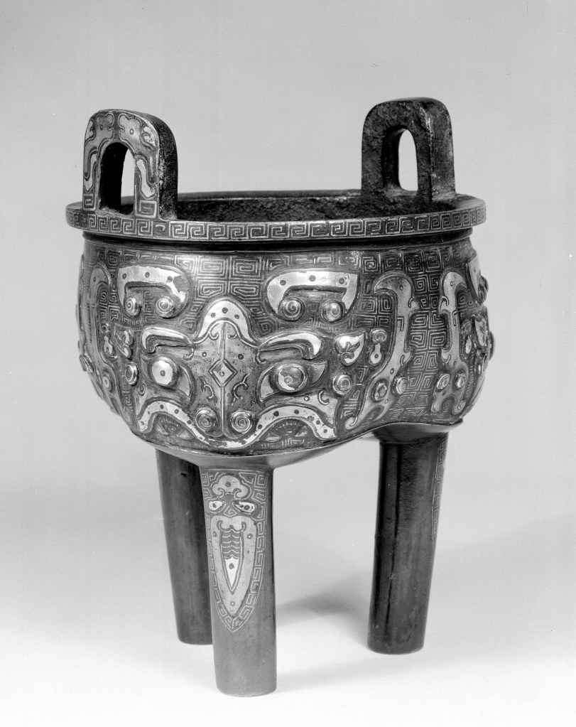 Photo, Bronze tripod vessel with silver inlay. Song dynasty, 960–1279., H: 18.5 cm. (7 1/4 in.) Singer catalogue number: [1591].