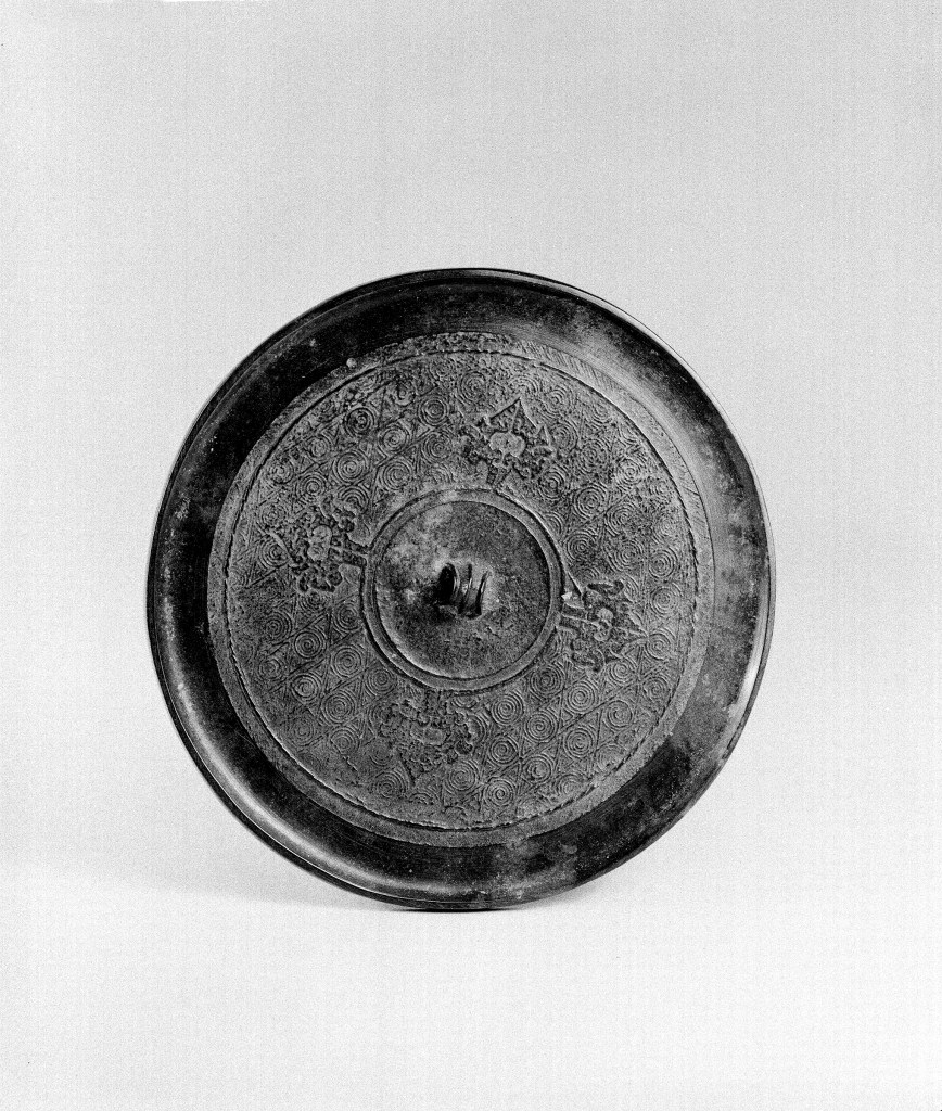 Photo, Bronze mirror. Eastern Zhou dynasty, 4th–3rd century BCE., Diam: 11.9 cm. (4 11/16 in.) Singer catalogue number: [622].