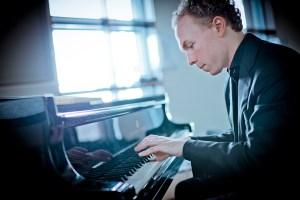 Ralph Van Raat playing piano
