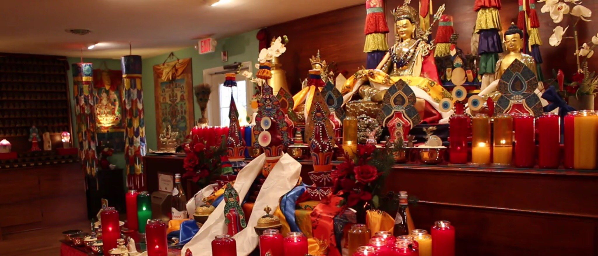 setting with buddha statues and many candles