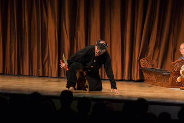 Contemporary Javanese dance: Amuck, choreographed and performed by Pamardi. Photo by Hutomo Wicaksono