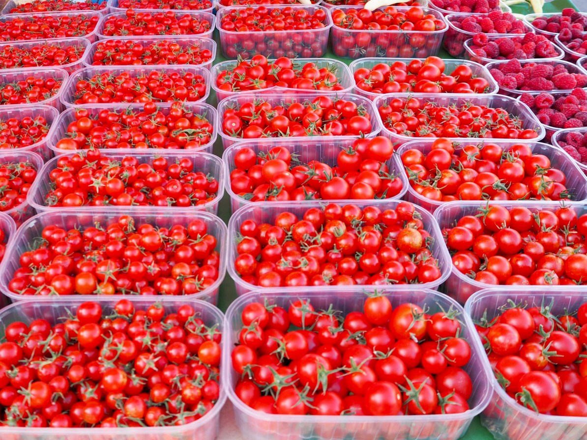 Fresh tomatoes at the Dolac market