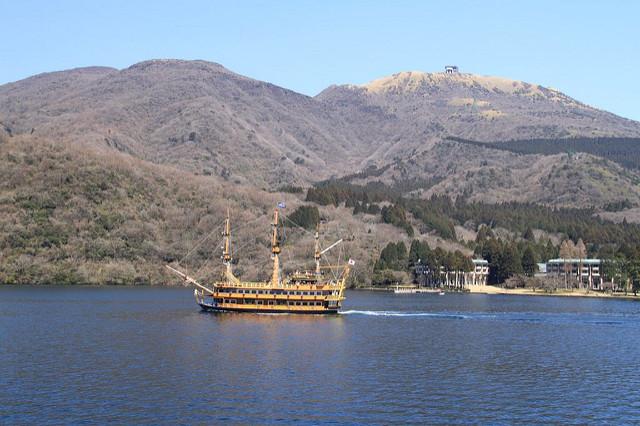 Cruising on Lake Ashi!