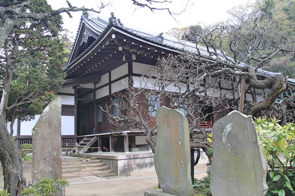 The Jochi-ji temple and its cemetery.