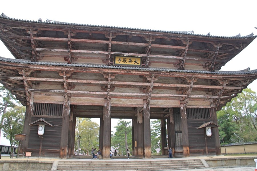 The main gate to Todai-ji temple.