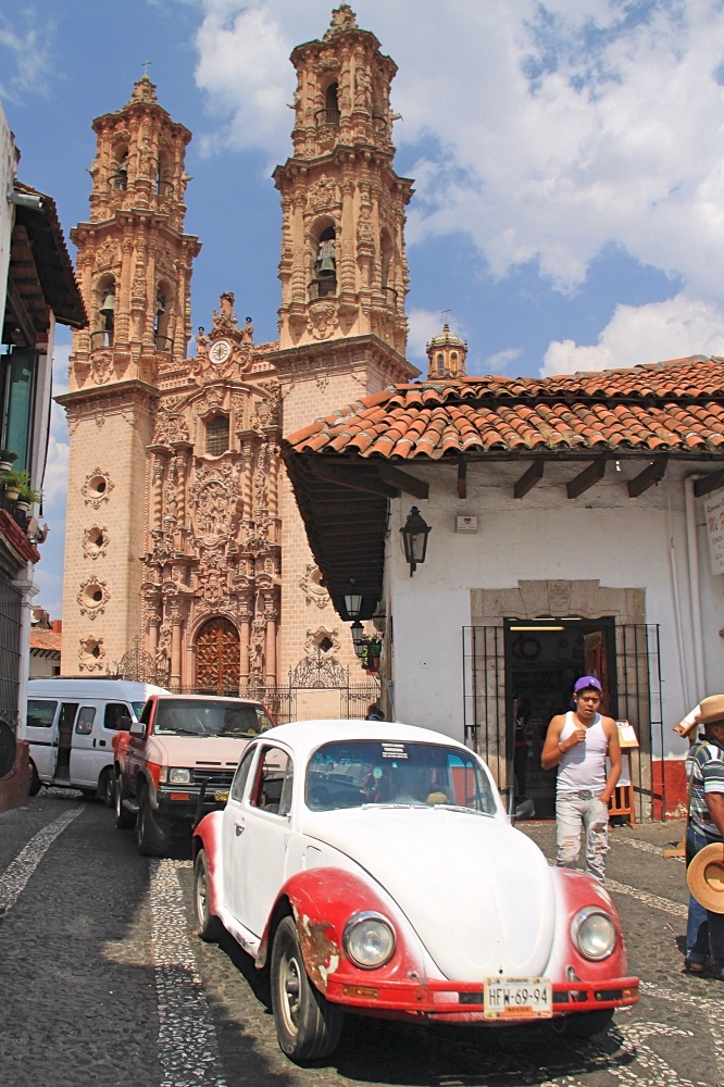 An old Beetle in the streets of Taxco.