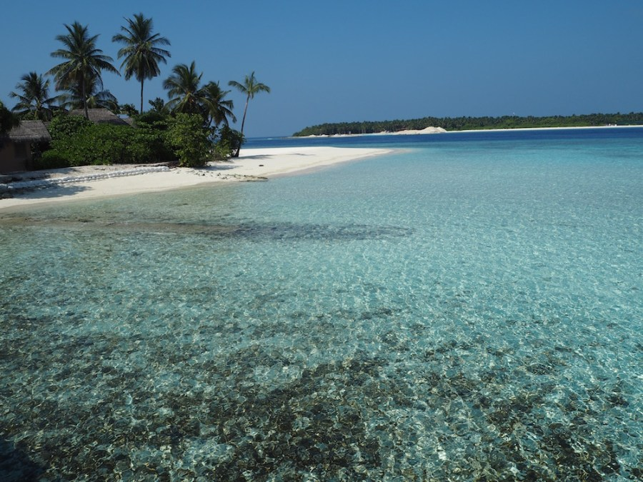 The dazzling water of Finolhu.