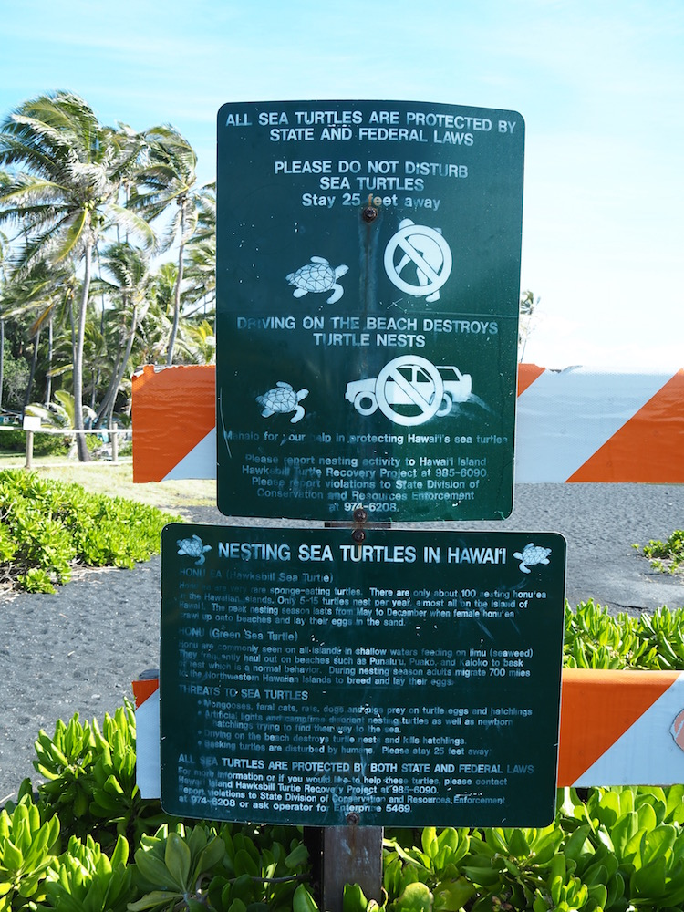 The sign at the entrance of the beach.