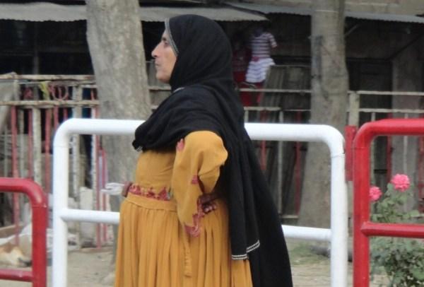 Afghan woman waiting Afghanistan 55