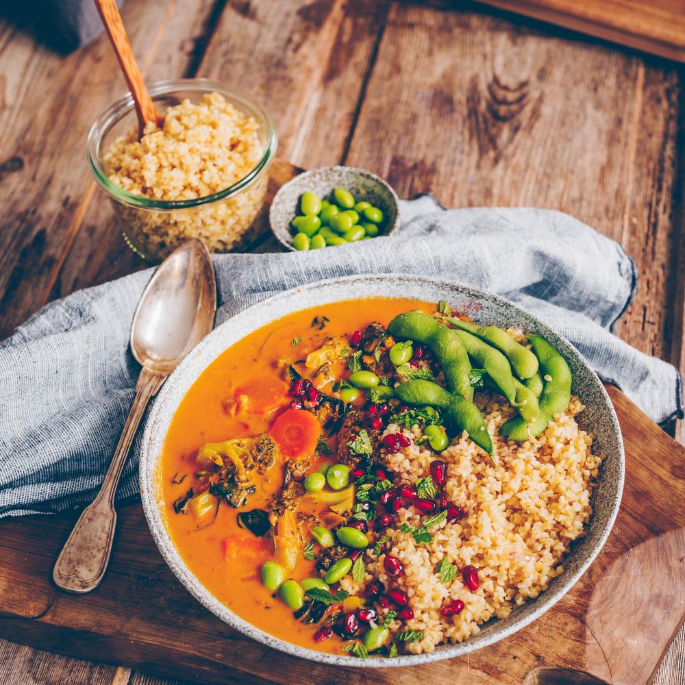 Curry mit Brokkoli und Bulgur