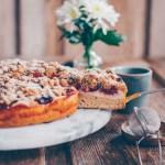 Pflaumenkuchen mit Streuseln und Quarkschicht