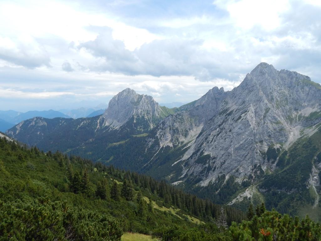 Tannheimer Tal, Tirol : Füssener Jöchle - Große Schlicke - Füssener Hütte - Musauer Alm - Parkplatz Bärenfalle