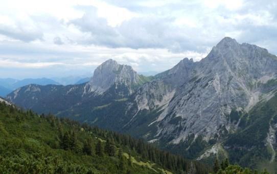 Tannheimer Tal, Tirol : Füssener Jöchle – Große Schlicke – Füssener Hütte – Musauer Alm – Parkplatz Bärenfalle
